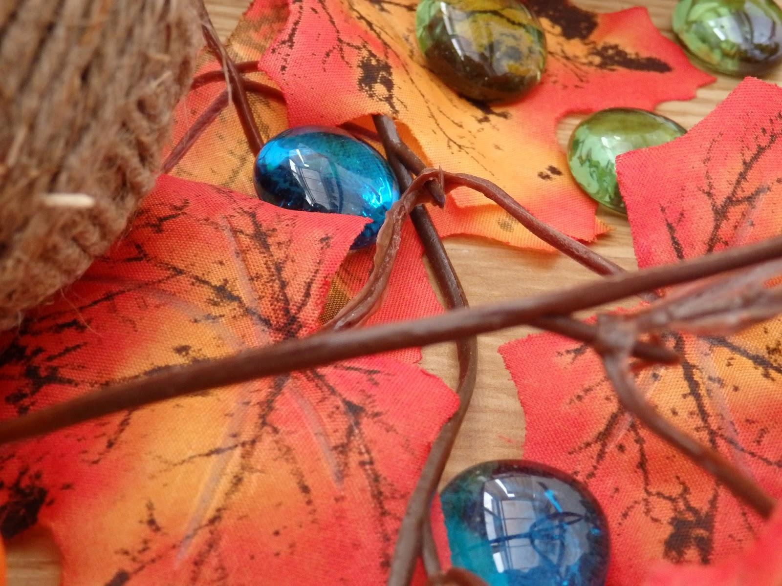 веревка, шпагат, стеклянные камушки, камни, капли