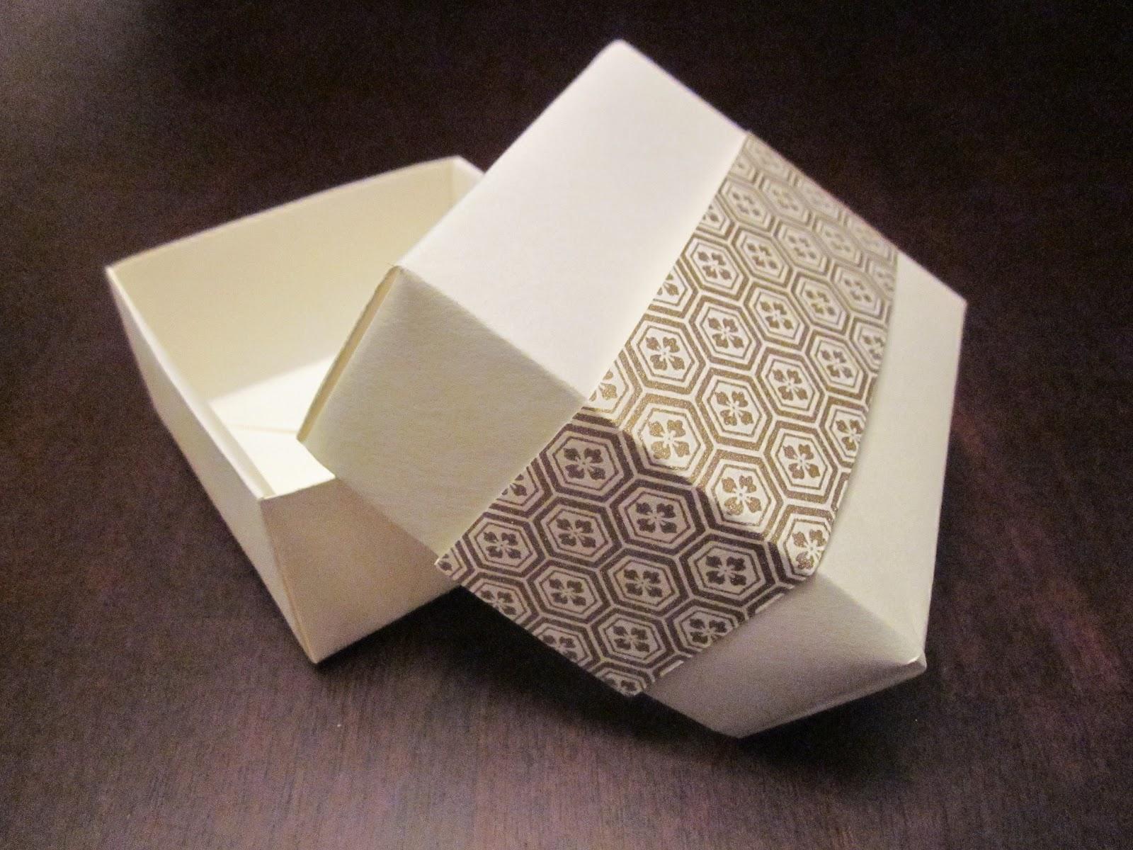 すべての折り紙 折り紙 クリスマスプレゼント : ... 折り紙の箱-白と金。Origami Box