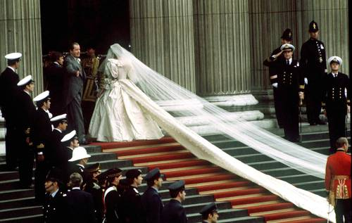pictures of princess diana wedding dress. princess diana wedding dress