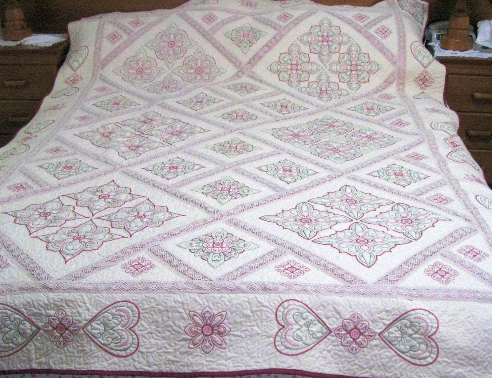 Vicki 39 s fabric creations candlewick quilt finished for Bed quilting designs
