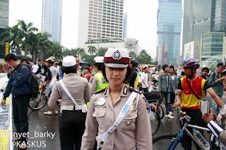 Foto Birptu Eka Frestya Ketika membantu Arus Lalu Lintas dan Menjaga Demo