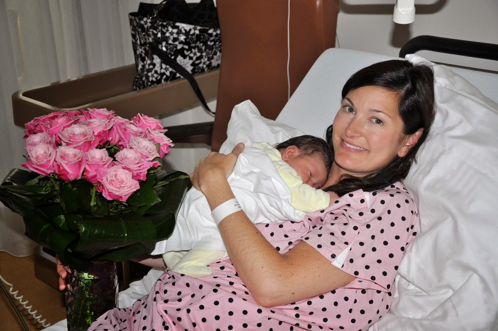 Annie&Isabel: New Mother Amy in \