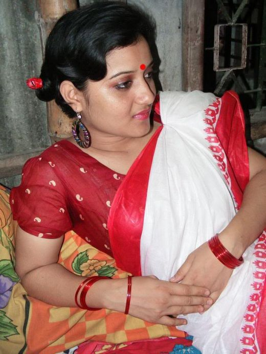 mallu+aunties-+Aunty+hot+and+sexy+Saree+Collection+Images+stills