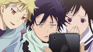 Yato, Yukine oraz Hiyori Iki patrzą w telefon