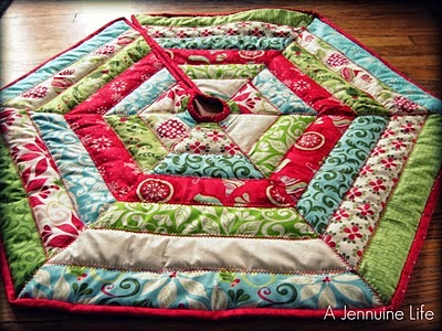 httpfreezeframe03blogspotca201112tutorial christmas tree skirthtml - Quilted Christmas Tree Skirt Pattern