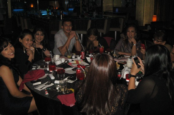 Aaron Aziz Makan Malam Bersama Peminat Status VIP