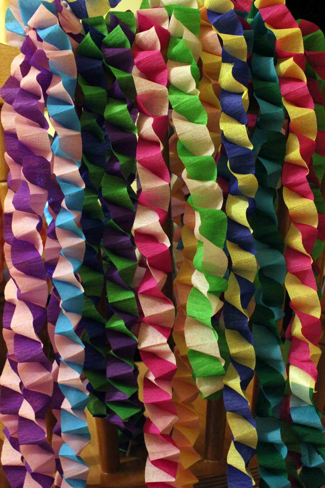 How To Make Crepe Paper Christmas Decorations : Stitchlily paper chains the tutorial