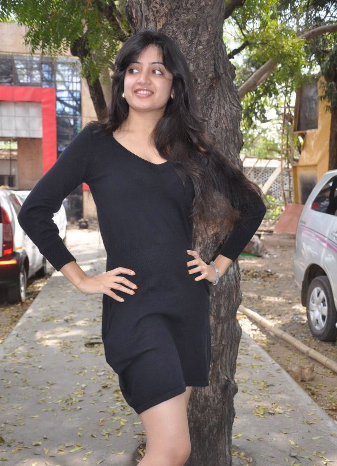 Tollywood Spicy Babe Poonam Kaur Latest Hot Pics