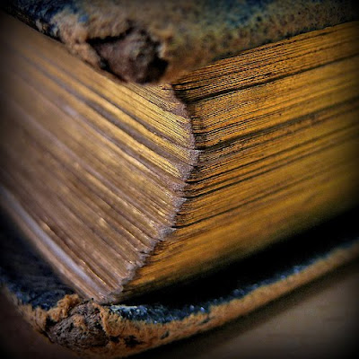 مخطوطة-أثر-تراث-كتاب-مجلد-سفر-أسفار-قديم-غبار-مجلدات