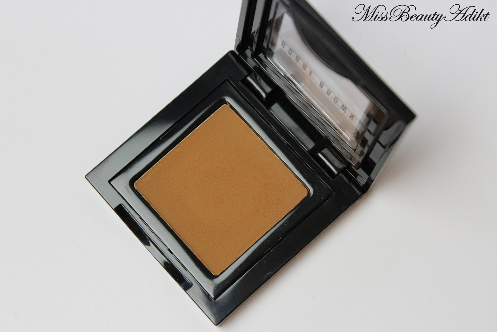 M I S S B E A U T Y A D I K T Bobbi Brown Eyeshadow In