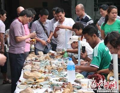 တရုတ္ျမန္မာနယ္စပ္ ေက်ာက္မ်က္ေဈးကြက္ – Gem trade in China Burma border