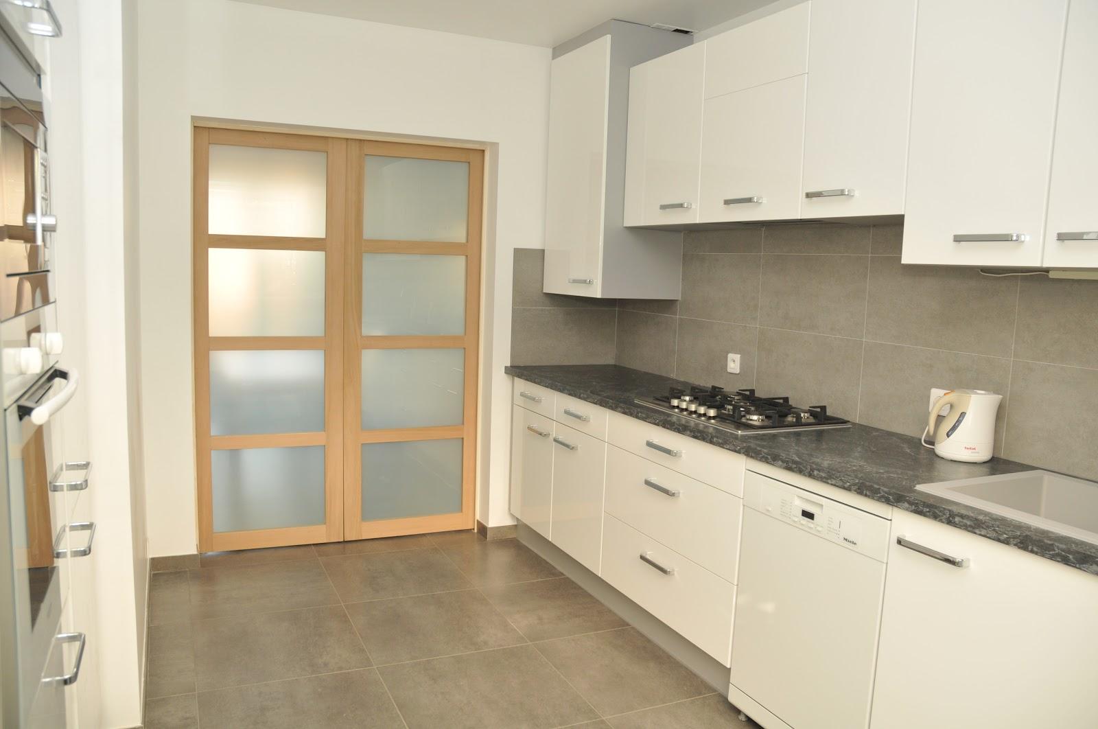 Villa 18 les pivoines - Meuble de cuisine avec porte coulissante ...