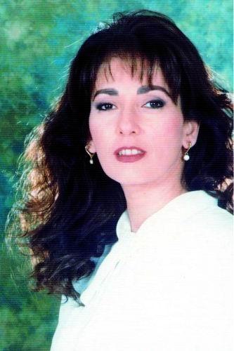 ألبوم صور الفنانة آثار الحكيم