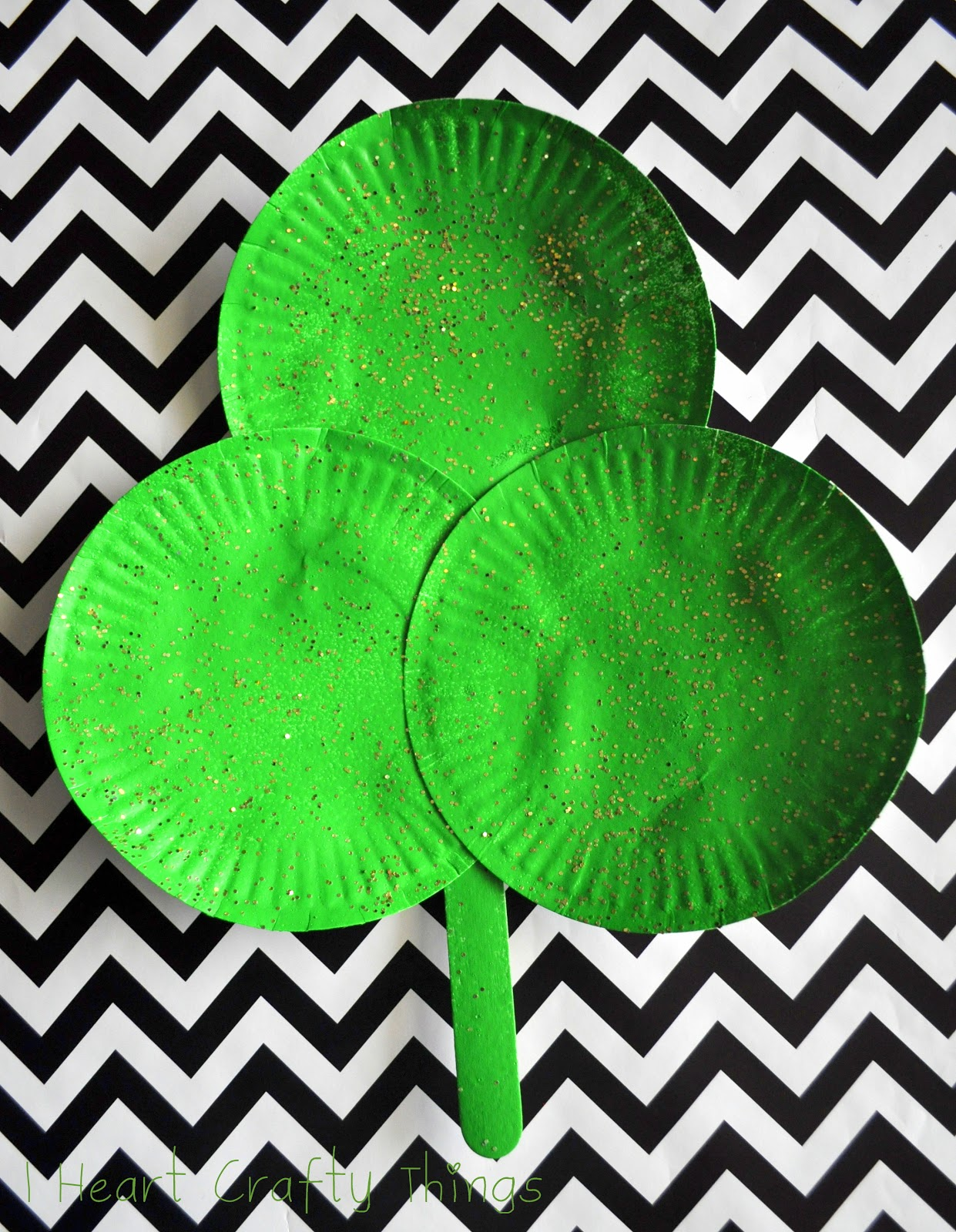 paper plate shamrock i heart crafty things