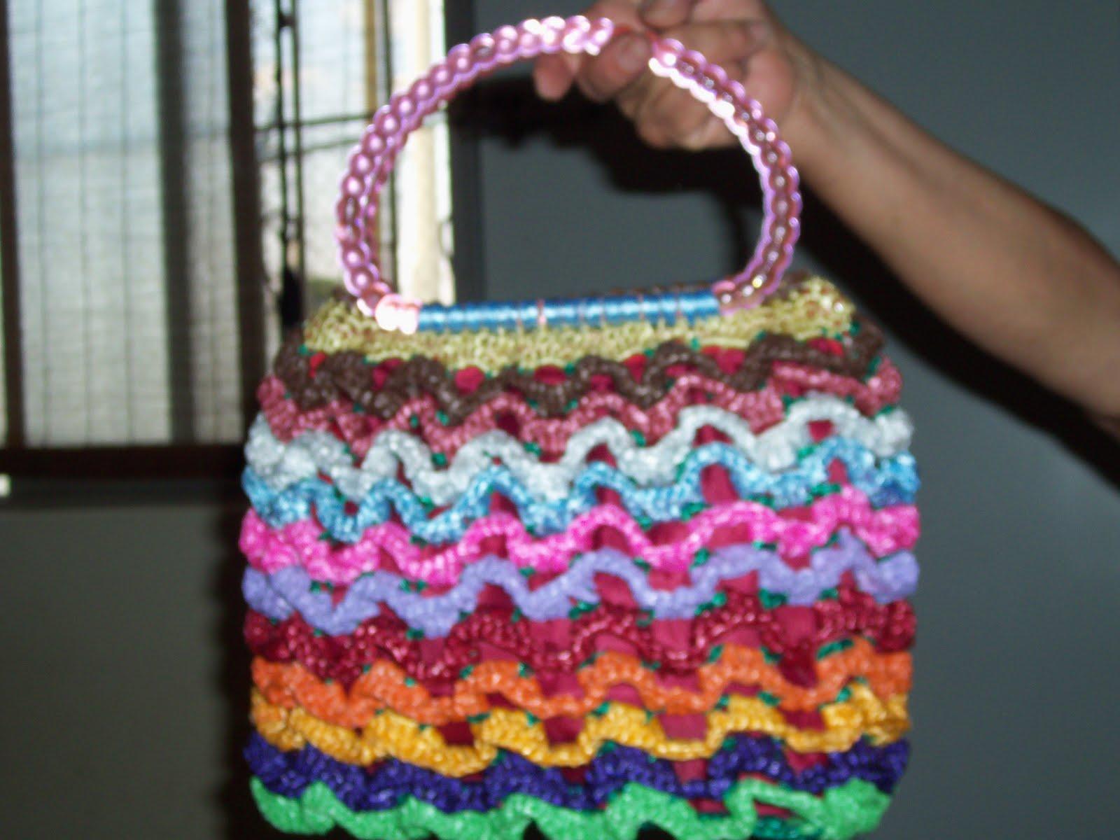 Como tejer bolsas de rafia con gancho imagui - Como hacer bolsos tejidos ...