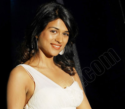 The pretty girl Shraddha Das