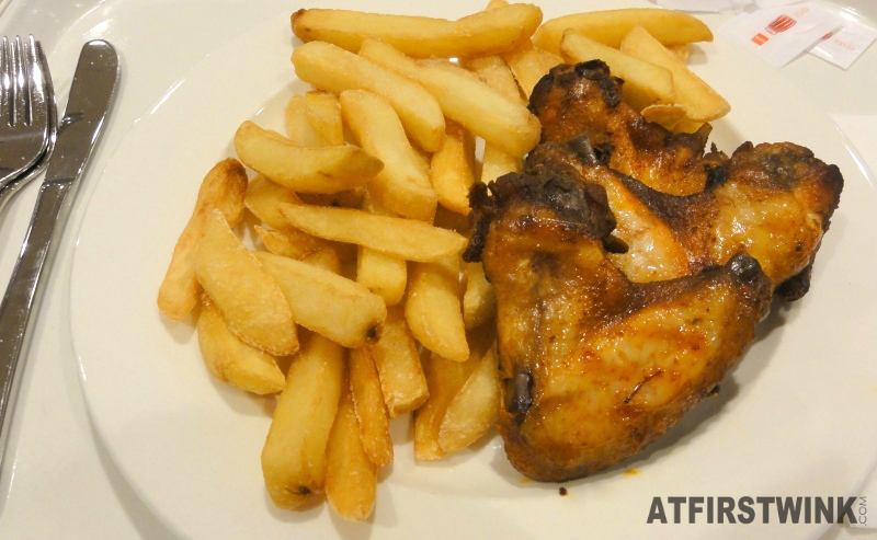Budget tip: warm meal for €2.50 at the HEMA - three chicken wings and fries