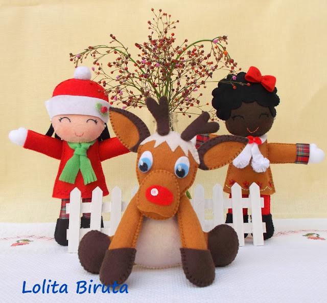 bonequinhas natalinas e rena de nariz vermelho em feltro