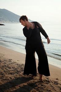 Danzare Nia in riva al mare!