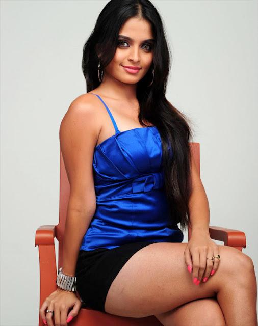 actress hot legs