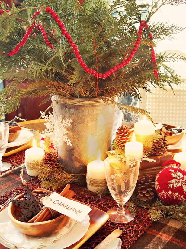 rustic christmas table decorations 2012 ideas from hgtv modern home dsgn. Black Bedroom Furniture Sets. Home Design Ideas