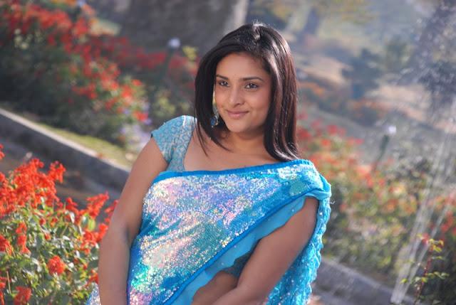 INDIAN ACTRESS: Divya Spandana Dual Color Saree Backless