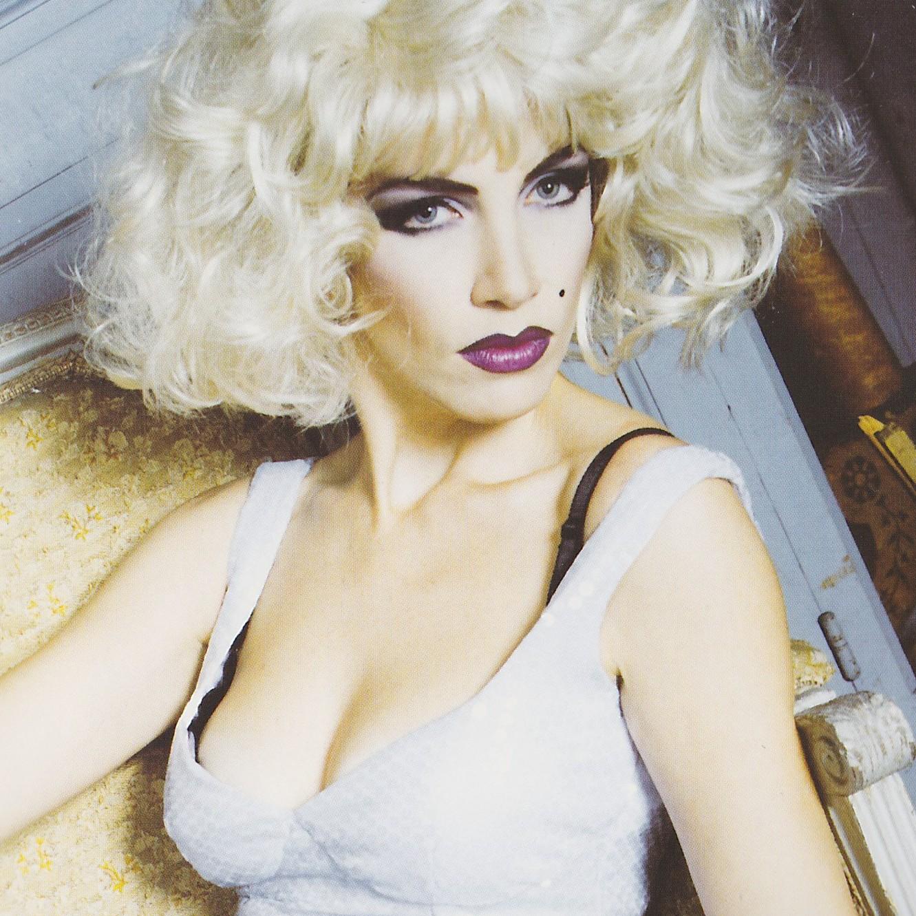 http://2.bp.blogspot.com/-oHXhDiGPMl8/UC1zMMWYEzI/AAAAAAAAAhs/lDxrHXnZfvo/s1600/Annie+Lennox+Savage.jpg