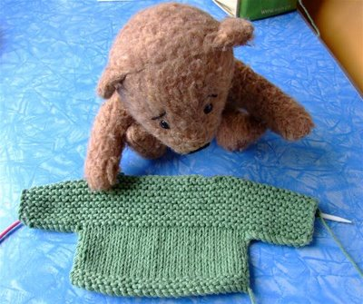 Jumper Knitting Pattern For A Teddy Bear : BUILD A BEAR SWEATER PATTERN   Patterns Gallery