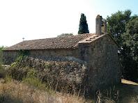 Façanes nord i nord-est de l'ermita de Sant Martí de Mata