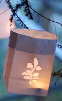 http://translate.google.es/translate?hl=es&sl=en&tl=es&u=http%3A%2F%2Fwww.designsponge.com%2F2010%2F04%2Fdiy-project-paper-bag-lanterns.html