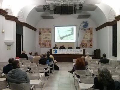 """Conferencia ornitológica organizada por el Grupo Local SEO-Sevilla de SEO/BirdLife en el museo Casa de la Ciencia de Sevilla. Conferencia: """"Las mejores aves cantoras de España"""". Por José Carlos Sires."""