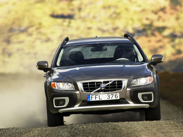 Front picture of Volvo XC70