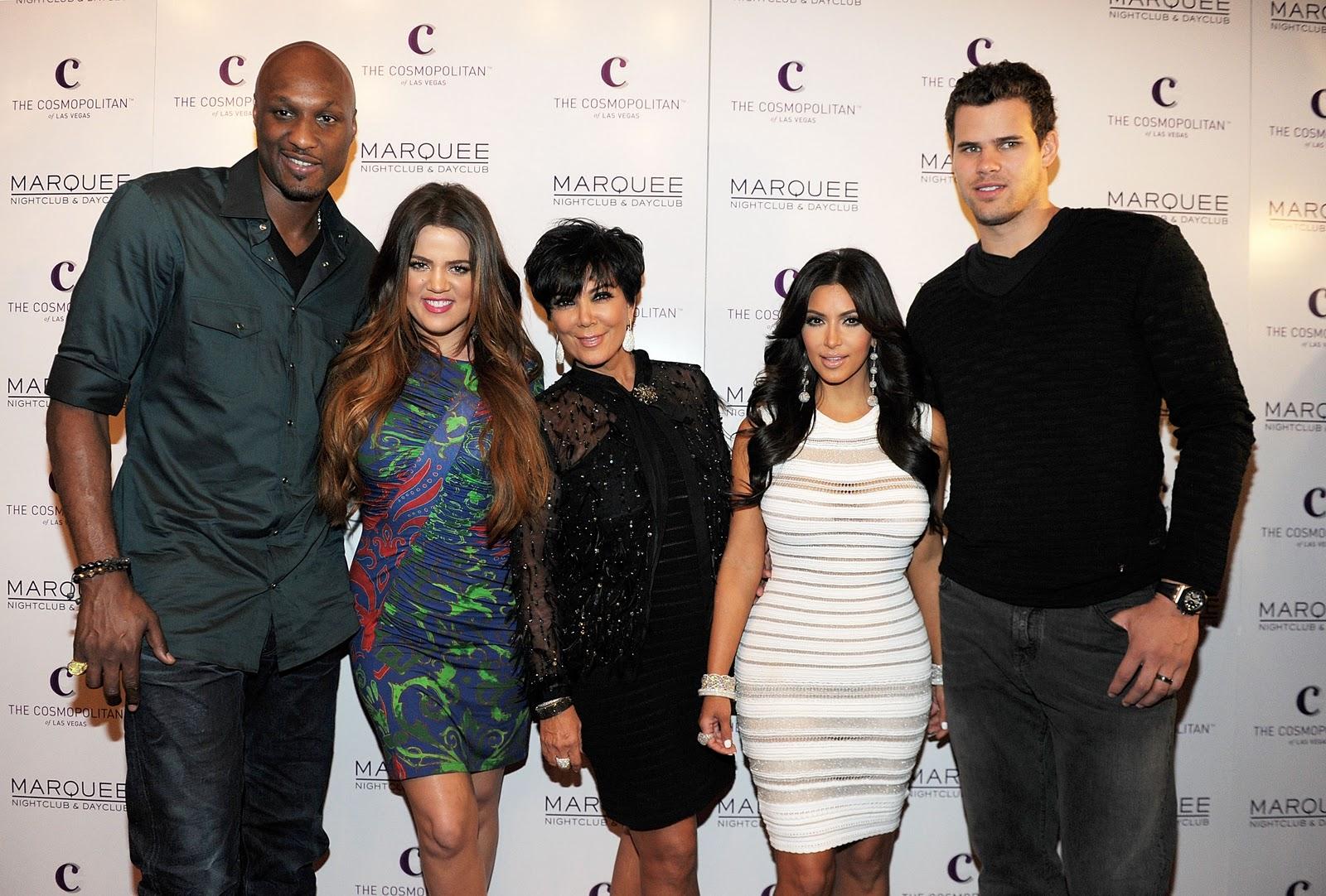 http://2.bp.blogspot.com/-oI2_mRiJYs8/TqamOcLm81I/AAAAAAAASYk/enJnqcJqcAk/s1600/Lamar+Odom_Khloe+Kardashia_Kris+Jenner_Kim+Kardashian_Kris+Humphries_Marquee+red+carpet.JPG