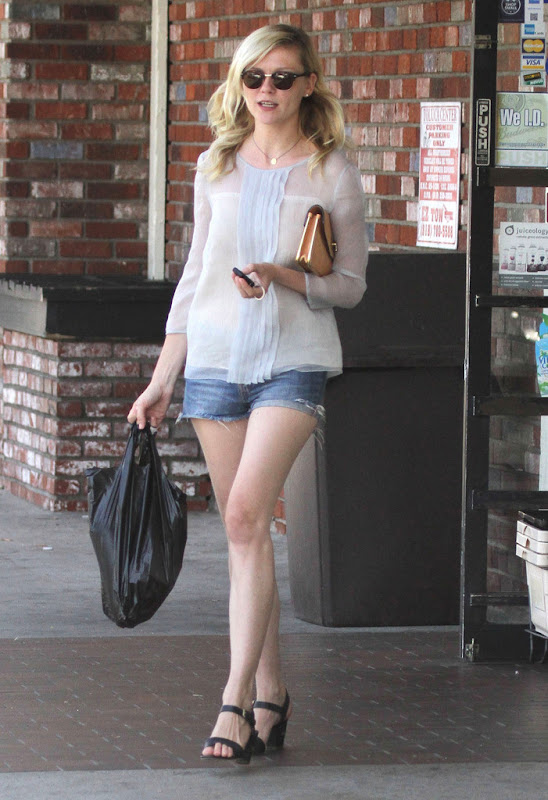 Kirsten Dunst leaving a convenience store in Toluca Lake