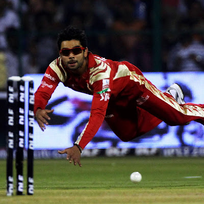 Virat Kohli Royalgroup Challangers batsman fields diving wallpapers