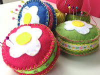 http://hopeandgloria.blogspot.co.uk/2015/06/crazy-daisy-pin-cushion-tutorial.html