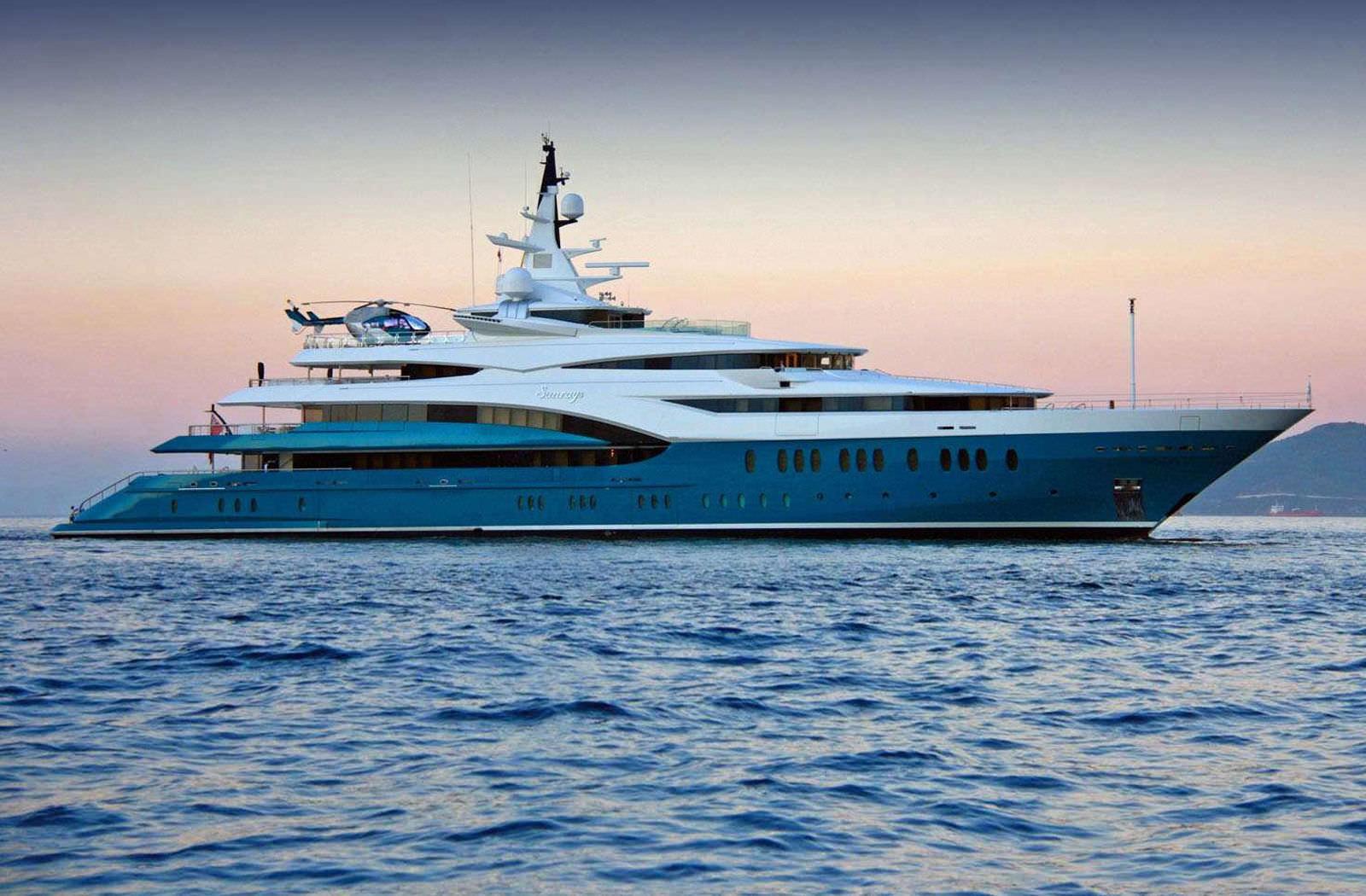 Megayacht SUNRAYS Starboard