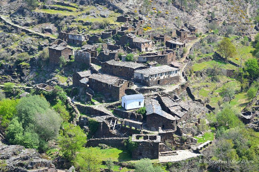 """Drave a """"aldeia mágica"""" desabitada, um local encantado que a todos desperta curiosidade..."""