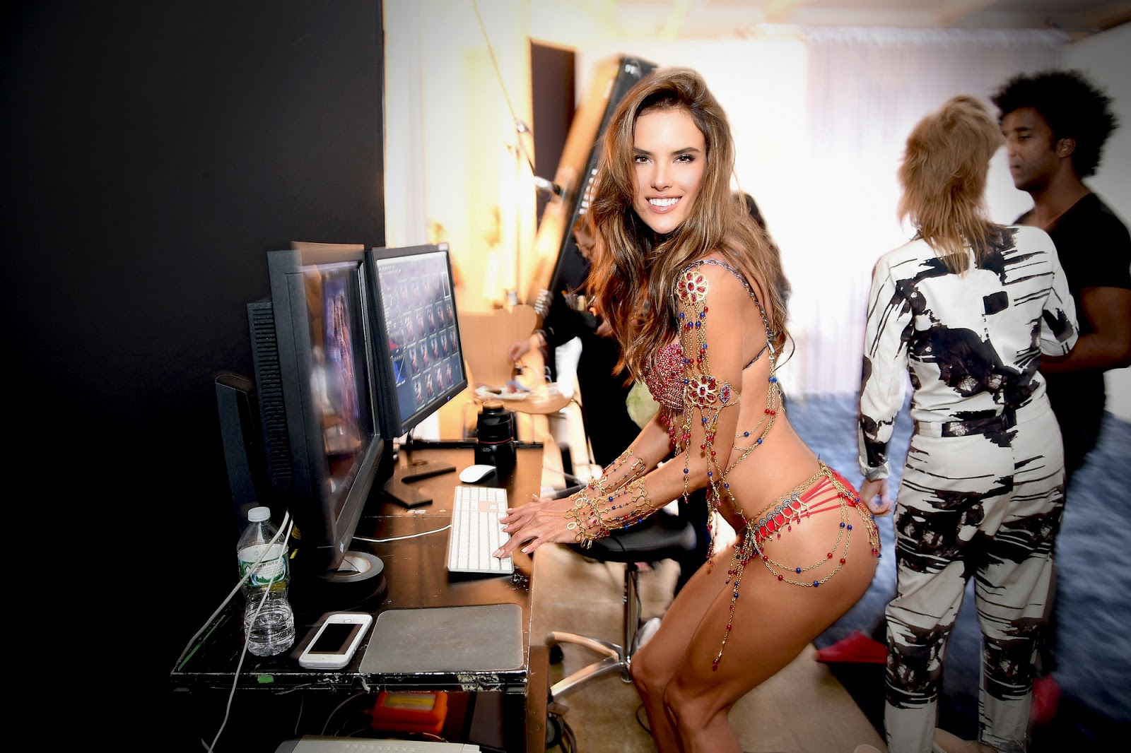 Victoria's Secret Fashion Show 2014: Brazilian Bombshells walk the runway side-by-side for first time!