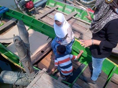 Menuntaskan Liburan Lebaran di Masjid Alam Blacan Muaragembong