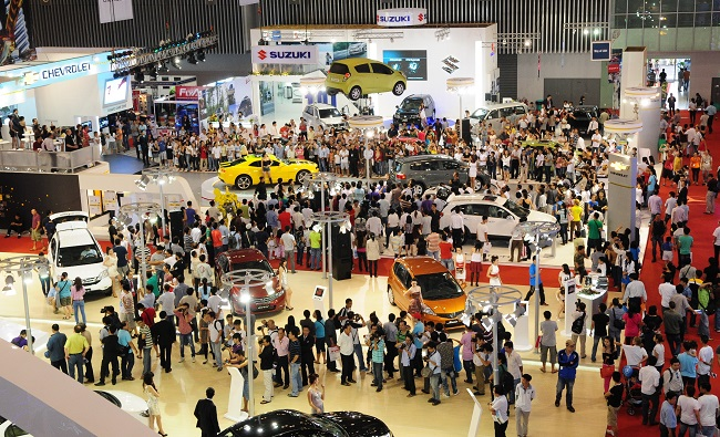 Việt Nam nhập gần 126.000 ô tô năm 2015