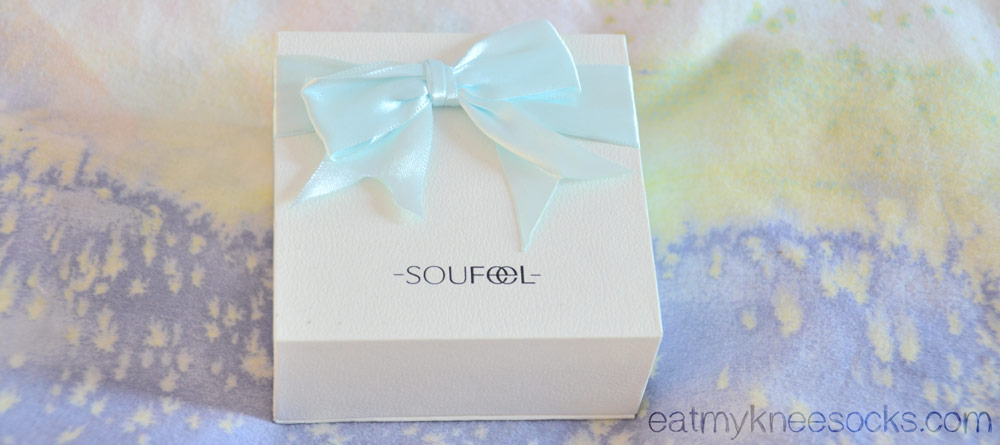 The white box from Soufeel has a cute light blue ribbon/bow at the top, making for a perfect gift box.