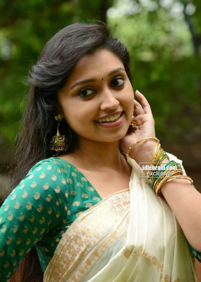 Redwine Malayalam: Mallu actress sija rose hot in saree ...