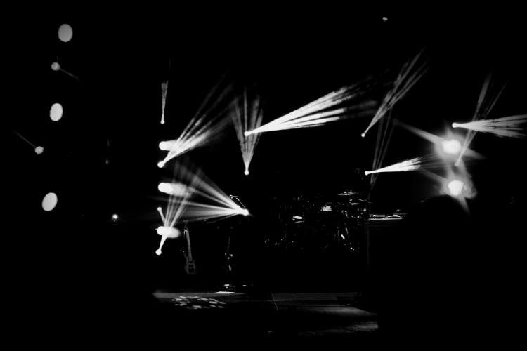 stage lights rihanna 777 tour