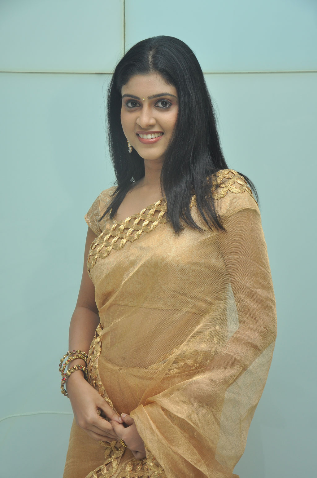 Tamil Actress Rathna Pictures in Saree at Theriyama Unnai Kadhalichitten Audio Launch ~ Celebs Next