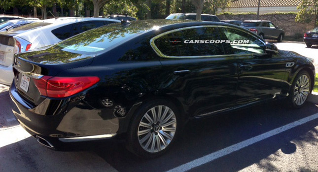 Spy: Kia's New Quoris Flagship Basking Under the Californian Sun