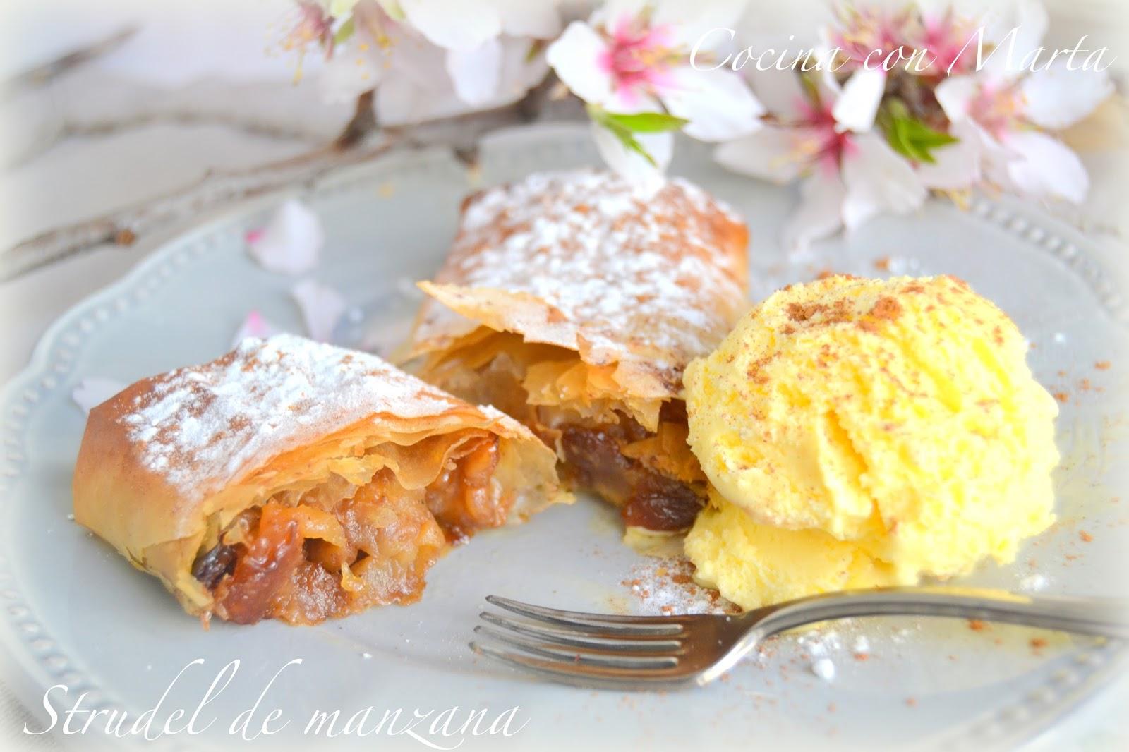 Strudel de manzana o Apferstrudel con helado de vainilla. Ràpido, fácil y ligero.