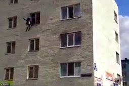 Anak Selamat Setelah Dilempar dari Lantai Empat oleh Ibunya