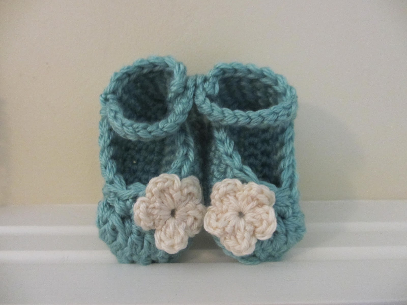 Free Crochet Patterns With Baby Yarn : Jays Boutique Blog: FREE PATTERN: Chunky Yarn Baby Booties