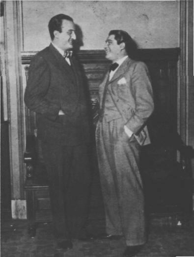 Oscar Alonso (derecha) con Horacio Pettorosi en Radio Prieto(1936).